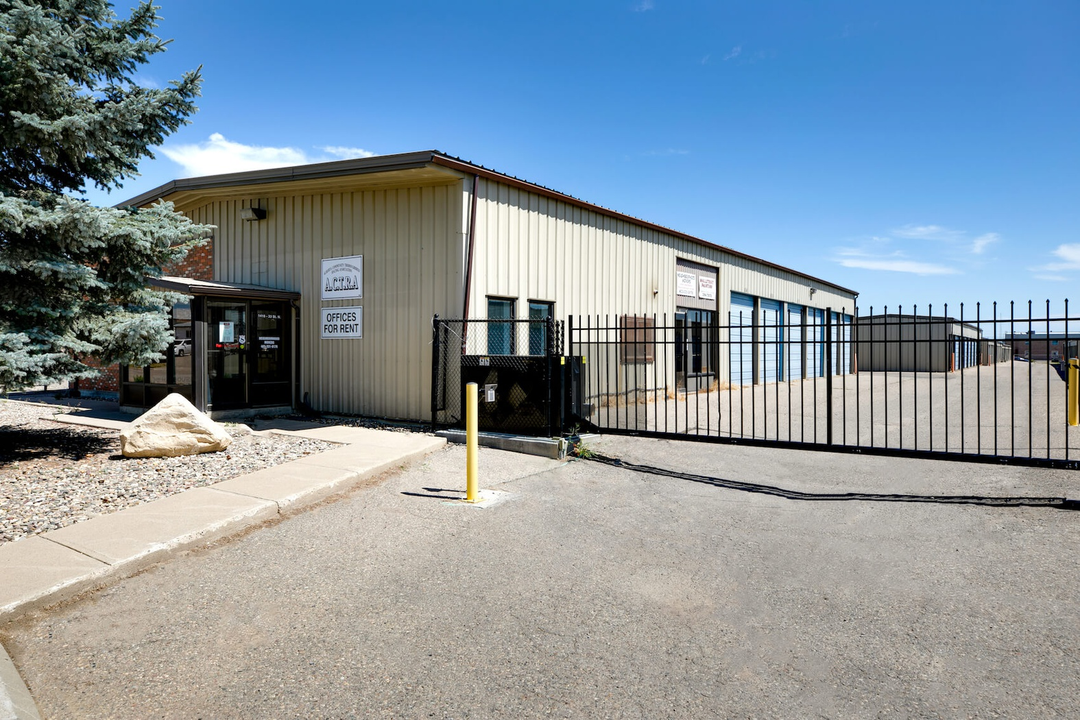 Rent Lethbridge storage units at 1415 33 St N. We offer a wide-range of affordable self storage units and your first 4 weeks are free!