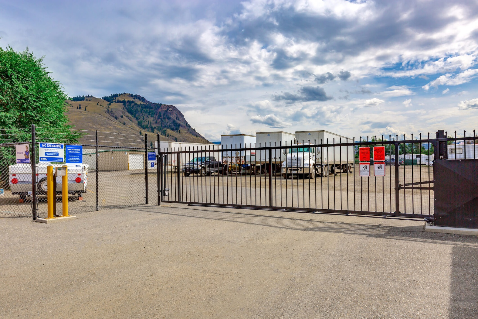 Rent Kamloops storage units at 1271 Salish Road D. We offer a wide-range of affordable self storage units and your first 4 weeks are free!